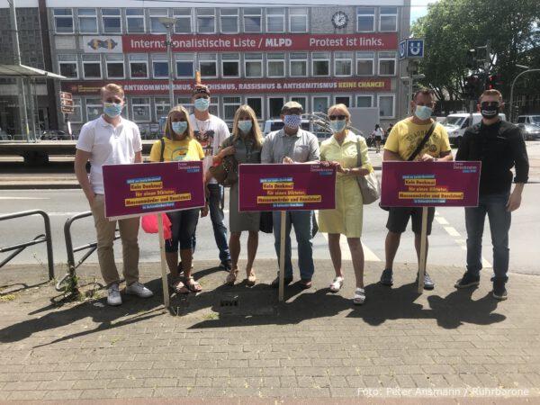 Die FDP Gelsenkirchen demonstrierte vor Ort gegen die Aufstellung der Lenin-Statue.