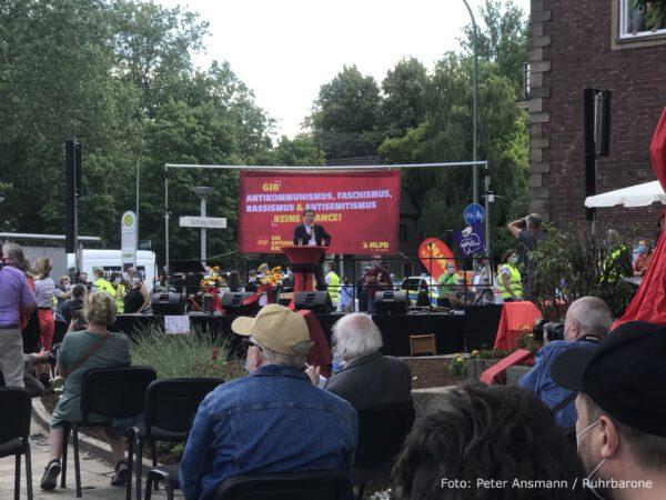 Peter Weispfennig, Pressesprecher der MLPD moderierte die Veranstaltung.