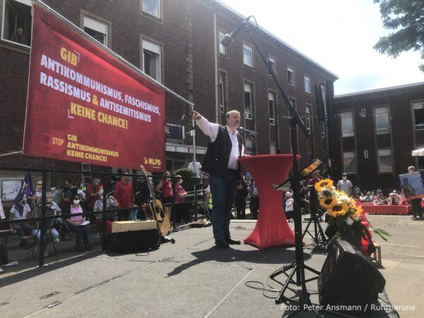 Der langjährige frühere Vorsitzende der MLPD, Stefan Engel, bei der Einweihung der Lenin-Statue in Gelsenkirchen-Horst