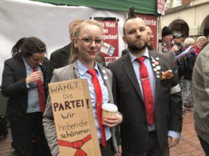 Protest gegen die AfD: Maybrit Killner (Münster) und Andreas Kemna aus Recklinghausen